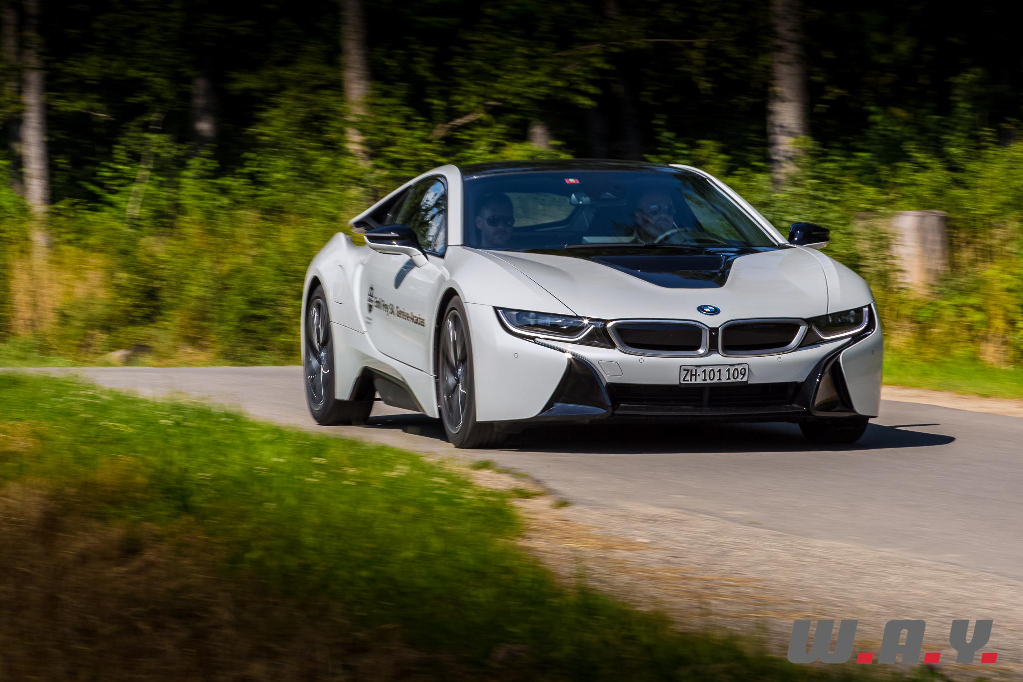 BMWi8-23