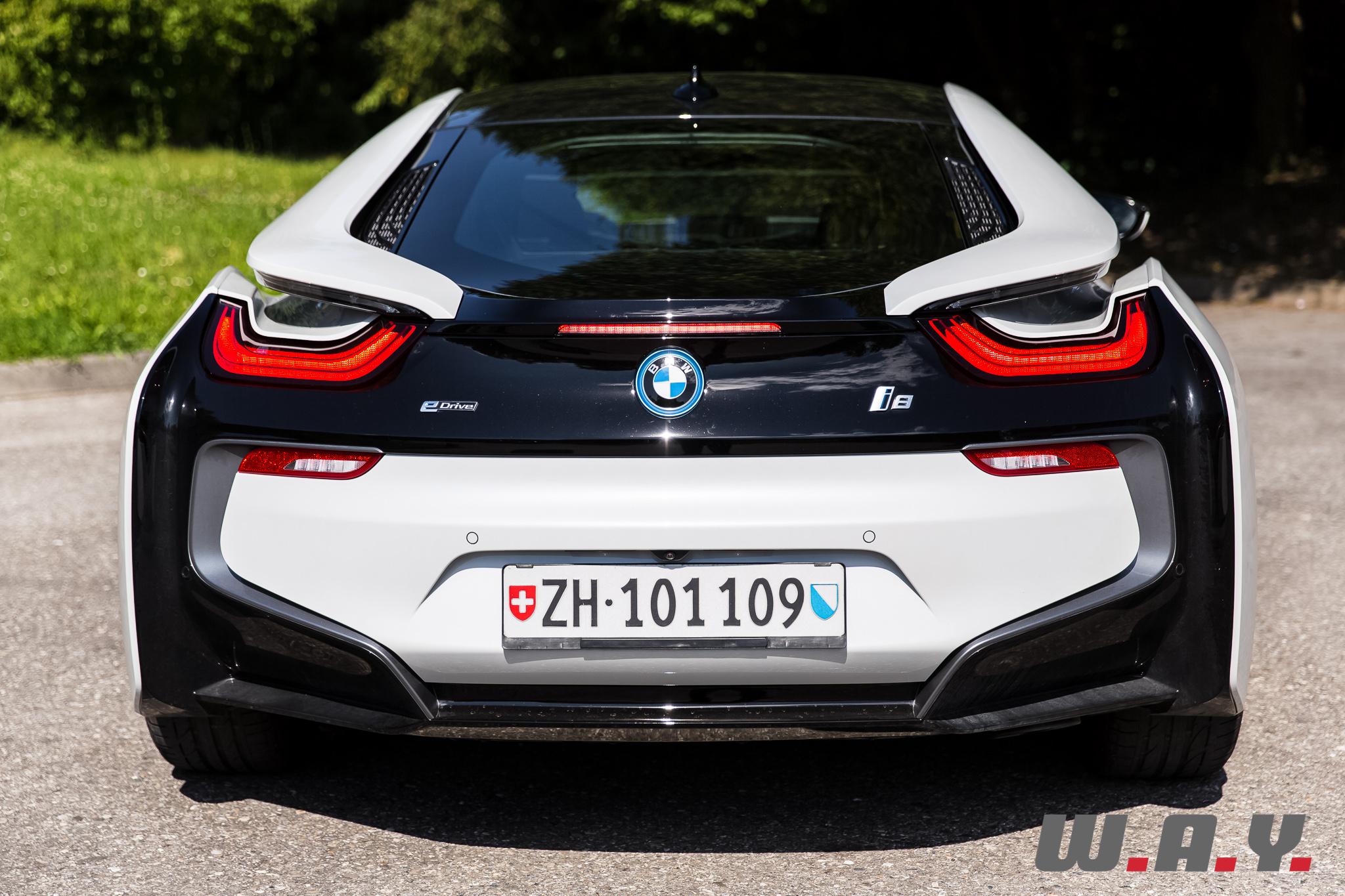 BMWi8-32