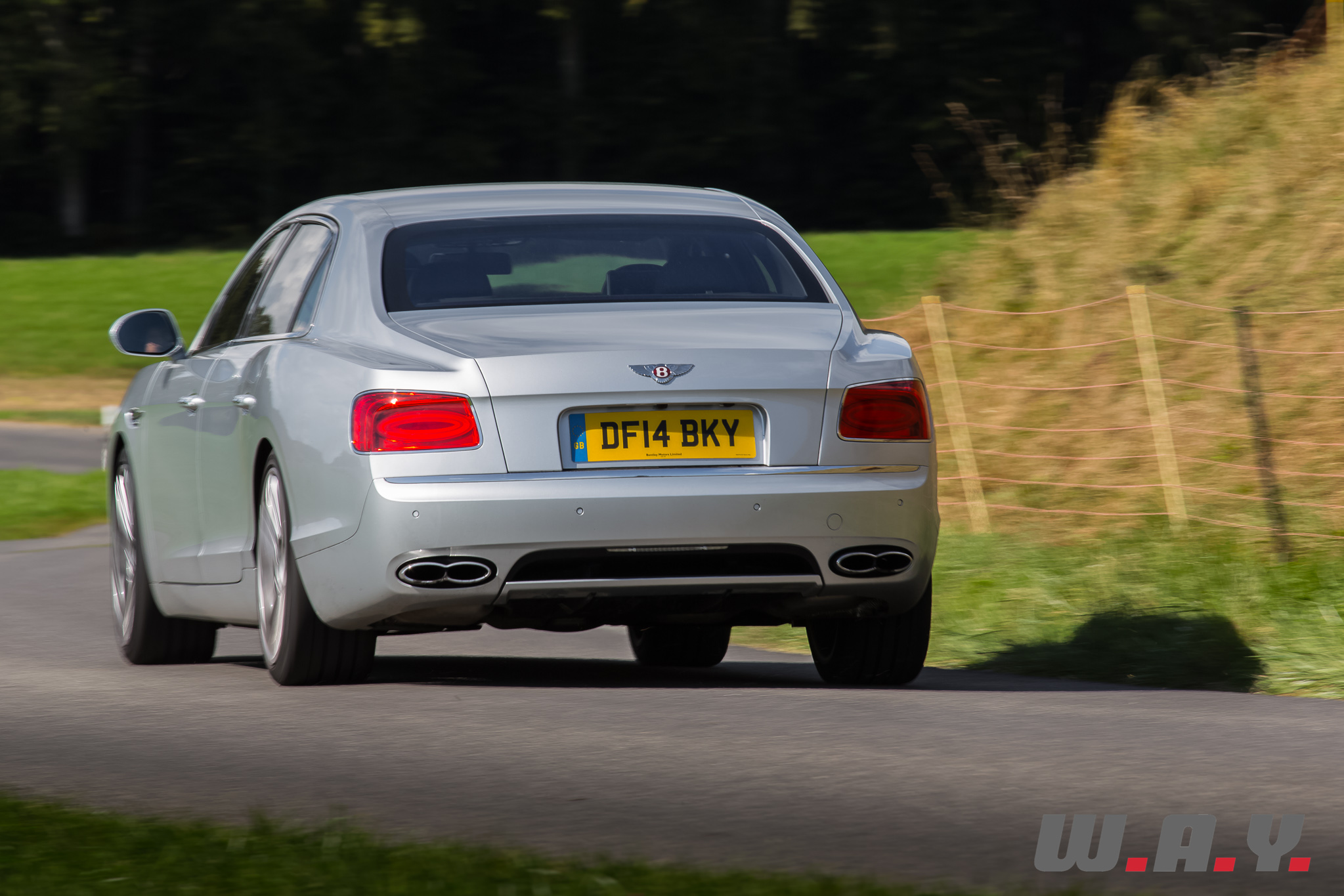 BentleyFlyingSpurV8-18