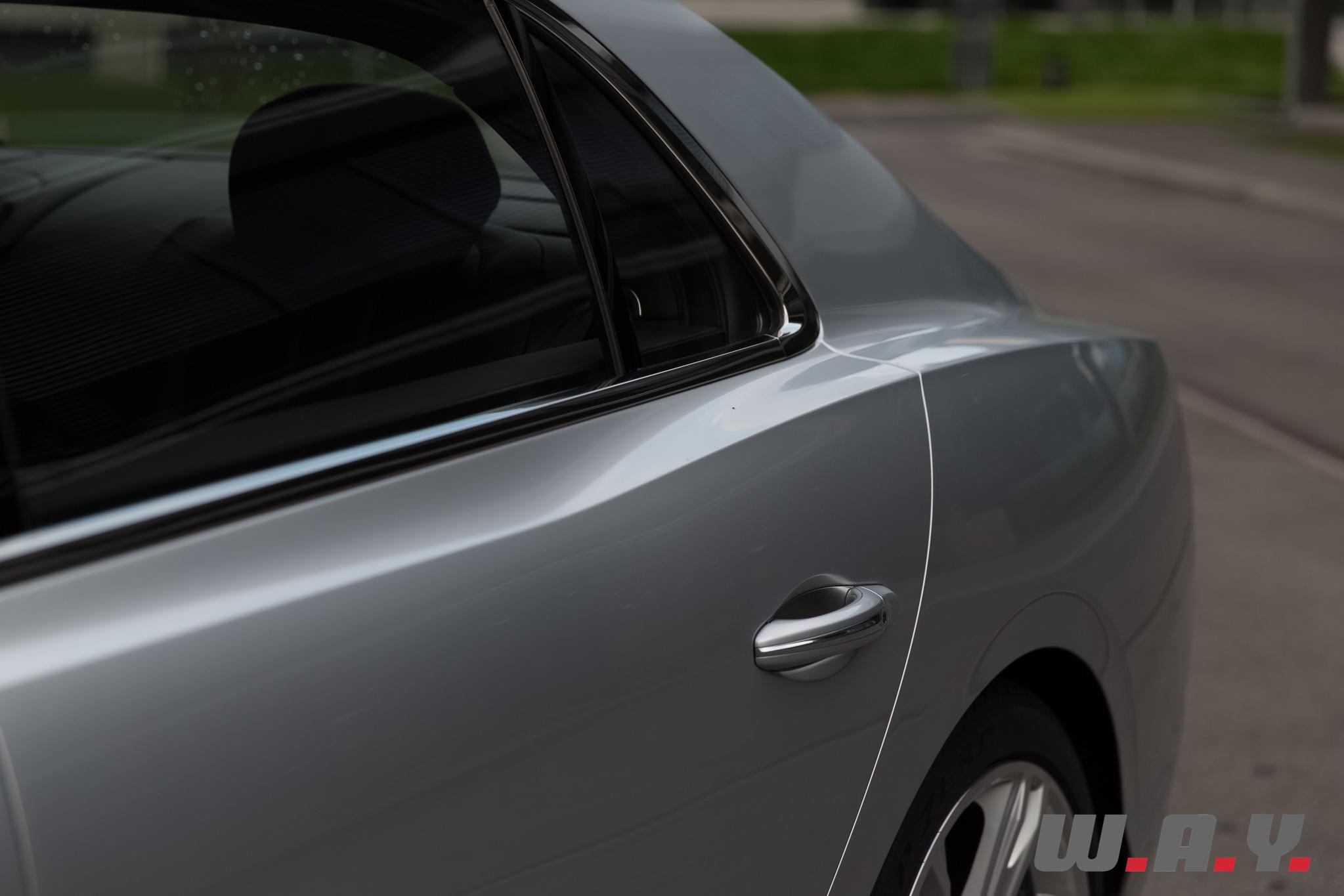 BentleyFlyingSpurV8-34