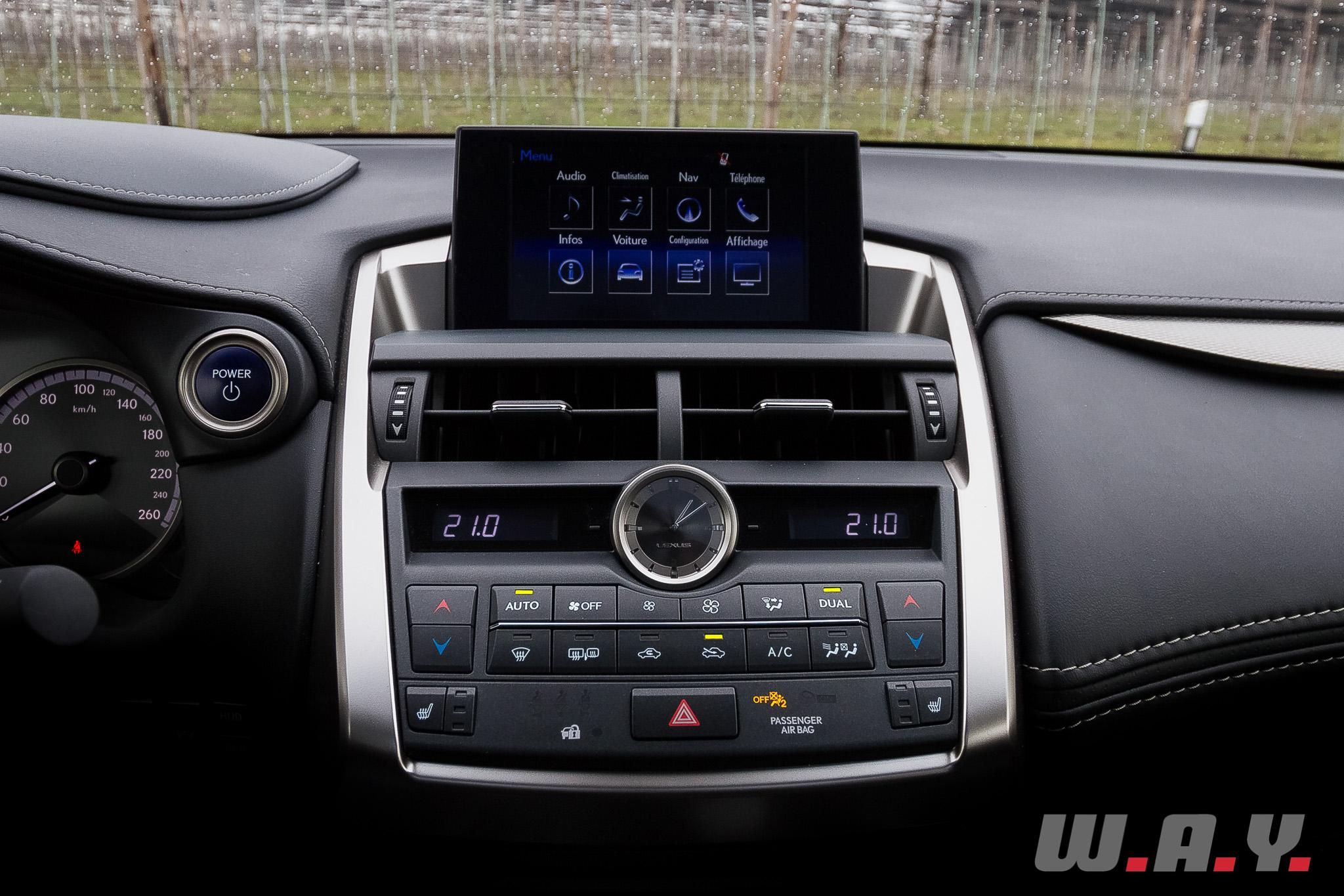 LexusNX300h 36