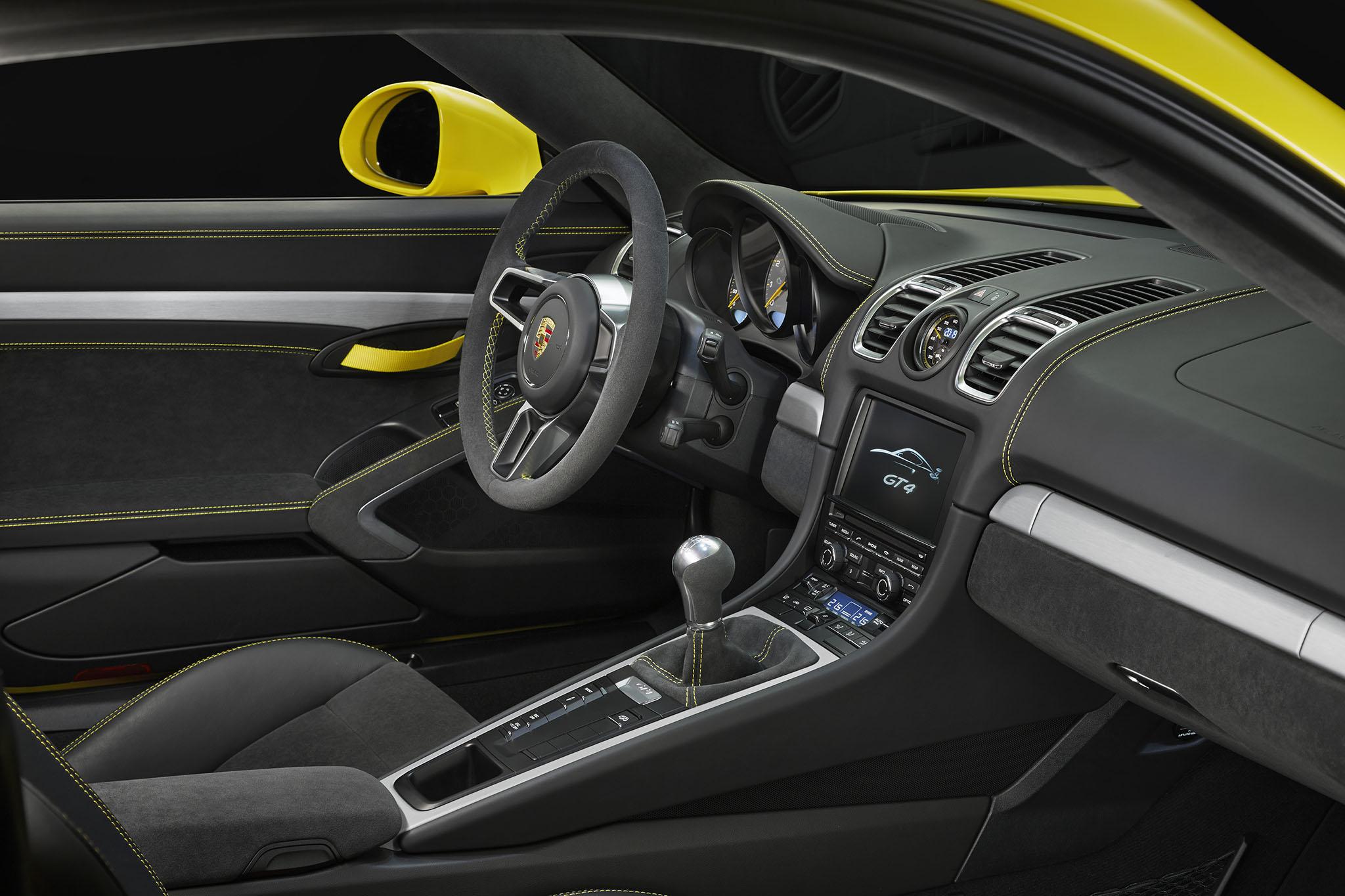 PorscheCaymanGT4 03