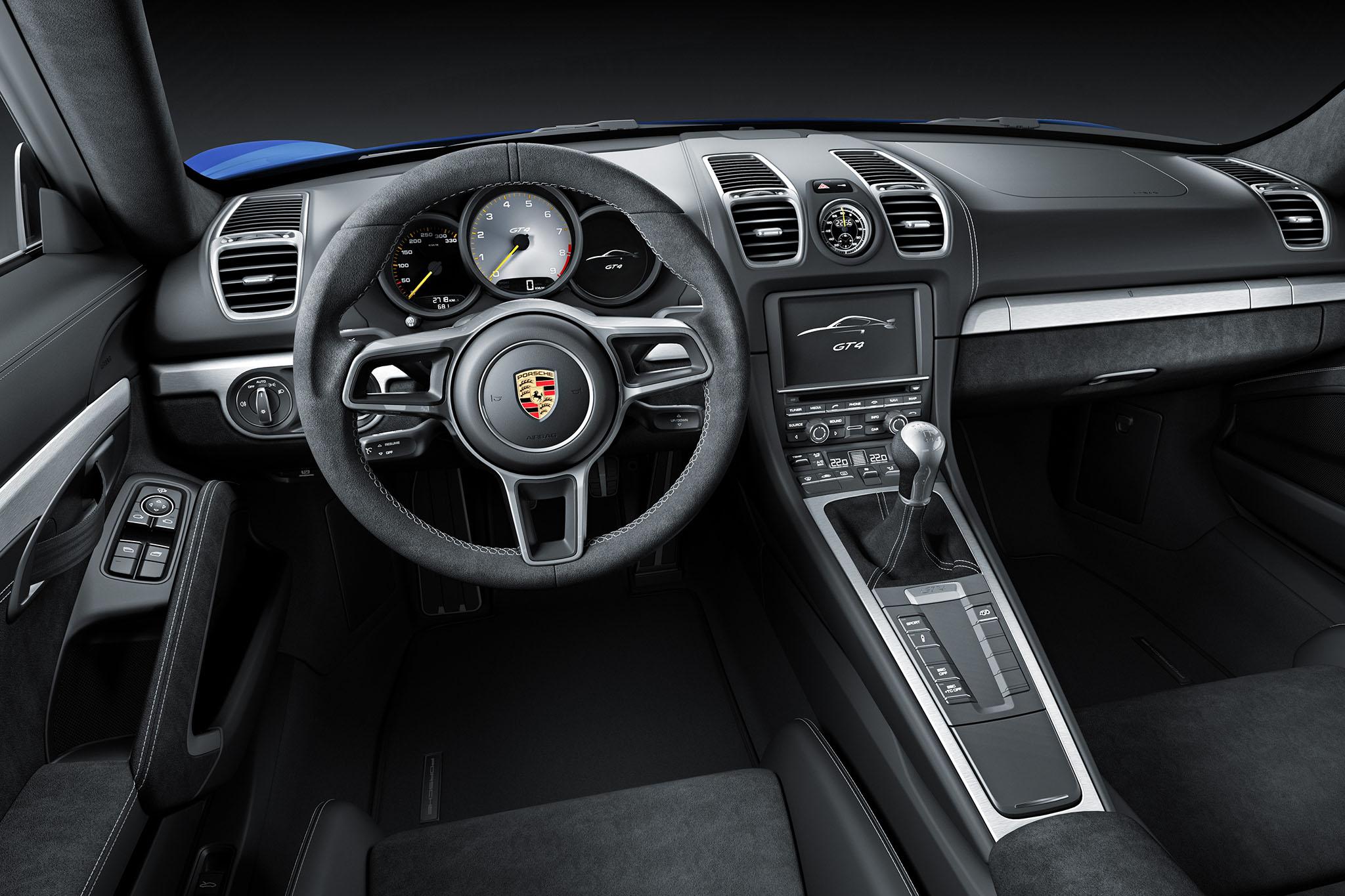 PorscheCaymanGT4 06