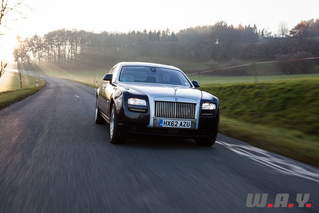 essai rolls royce ghost ewb ou comment voyager avec son salon wheels and. Black Bedroom Furniture Sets. Home Design Ideas